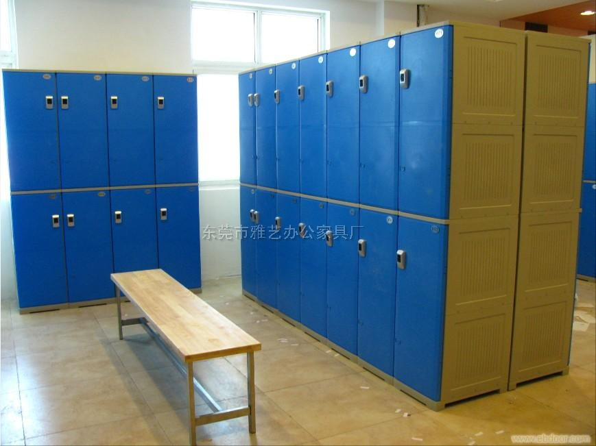 浴室衣物储存柜
