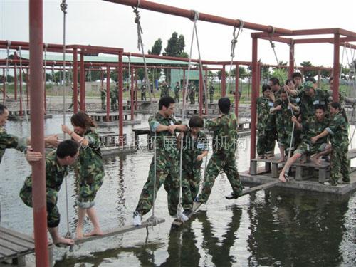 东莞拓展培训|户外拓展培训:穿越封锁线