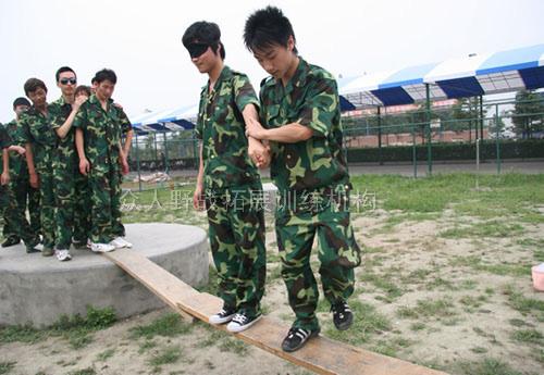 东莞拓展培训项目:孤岛求生