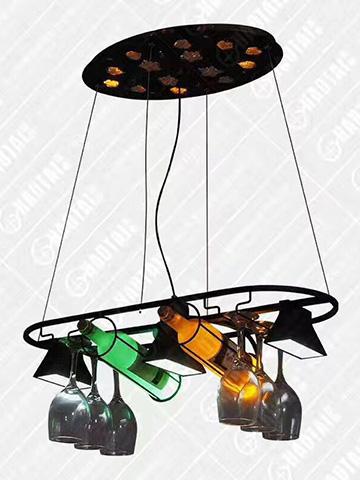 餐厅灯饰放啤酒瓶