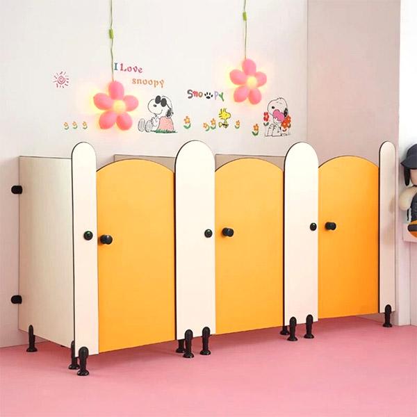 幼兒園帶門衛生間隔斷