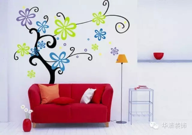 手绘墙画材料:各色环保涂料,毛笔,排笔,粉笔,铅笔,涮笔筒,小面积墙壁