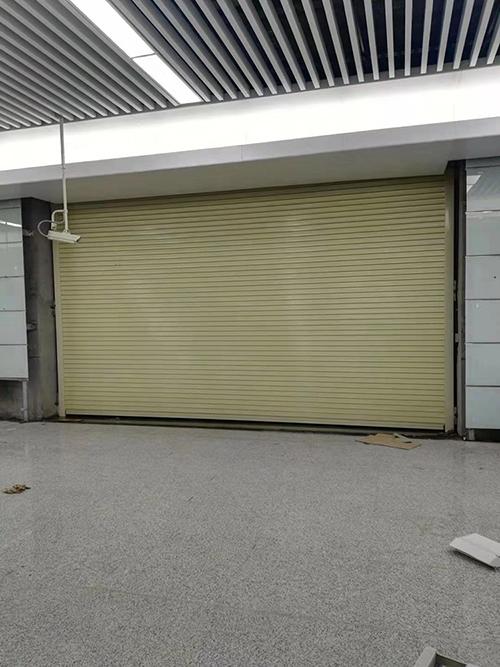 PVC卷闸门公司_鑫龙轩门窗_学校_电动_手动_商场透明_家用