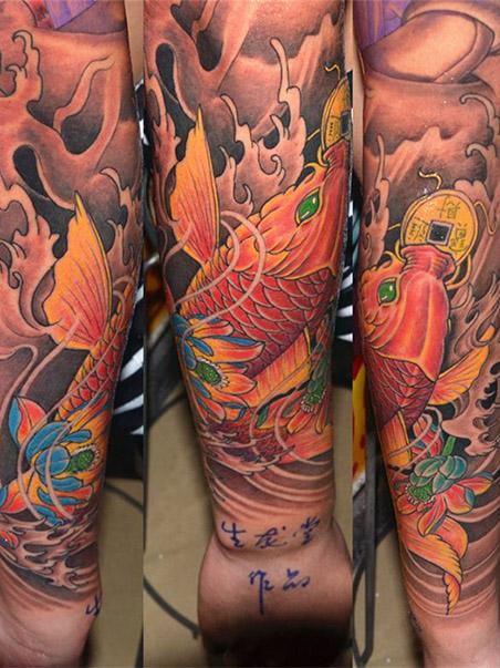 手臂鲤鱼纹身