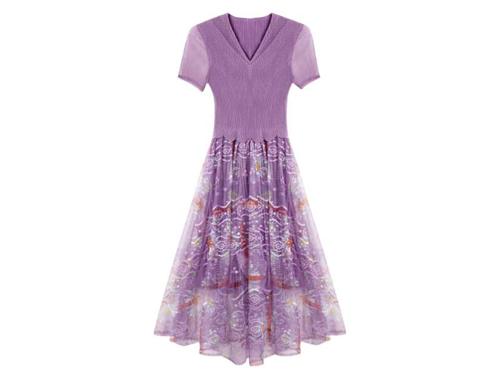 褶衣连衣裙
