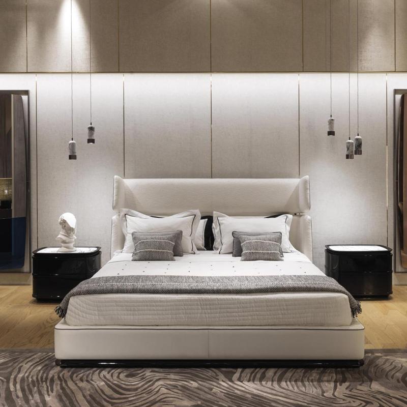 床和床頭柜