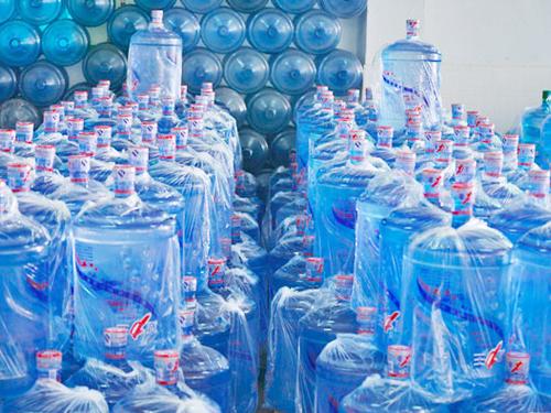 大朗海龙山泉桶装水生产厂家_源美饮料_公司_夏力王_家用_酒店