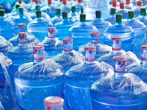 東城小區瓶裝水配送_源美飲料_貼牌_家用_酒店_學校_華龍山泉