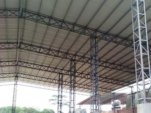 产品描述:东莞市得帮钢结构工程有限公司专业搭建简易铁皮房,简易铁皮