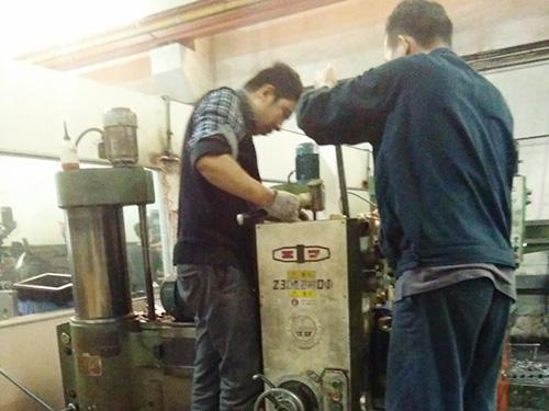 惠州中捷Z3032摇臂钻床维修