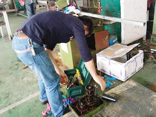惠州杭州西湖台钻有限公司ZⅩ7045台式铣钻床维修