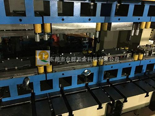 多工位机械手工程模具