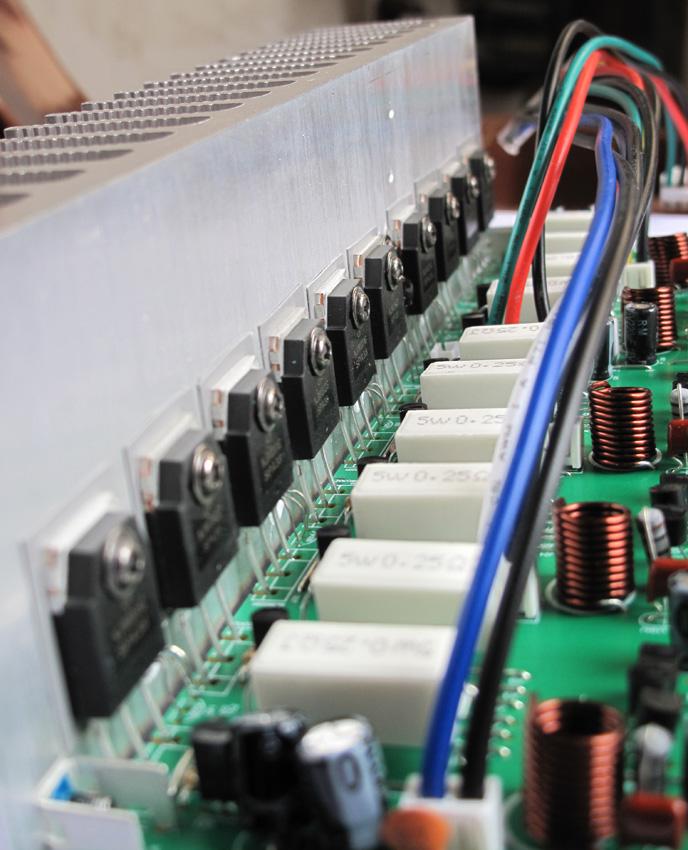 放大电路对电流进一步放大后输入到功放级放大输出