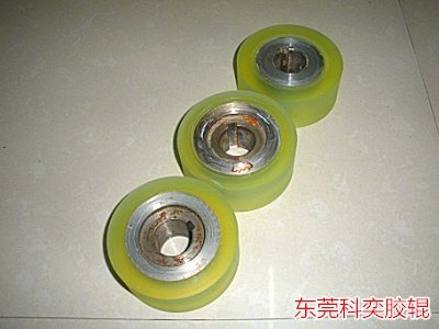 聚氨酯弹性体可用于汽车内外部件,如仪表表皮,吸能衬垫,保险杠,档泥板