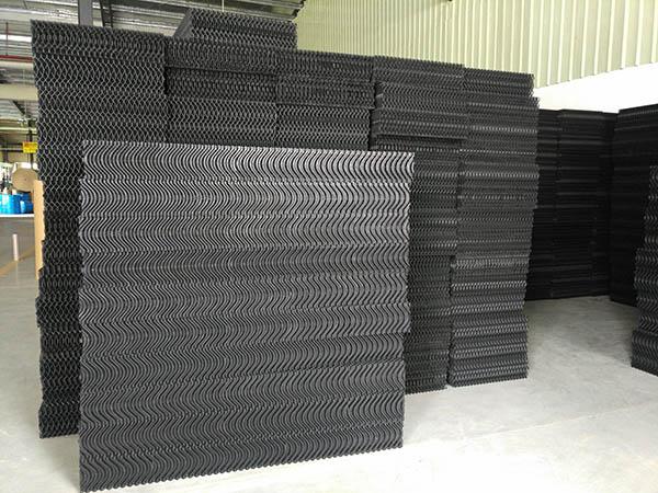 畜牧养殖专用塑料水帘生产