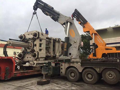 机械起重货车
