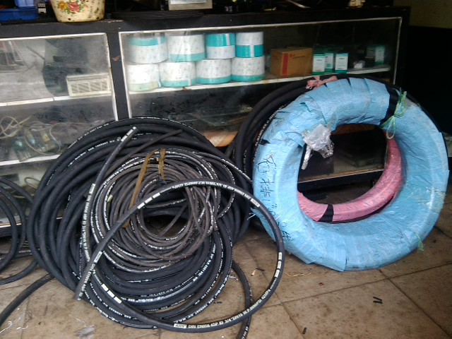 五,集中润滑装置及管路配件,加油口,油温尺,滤网,压力表,考克等各种图片