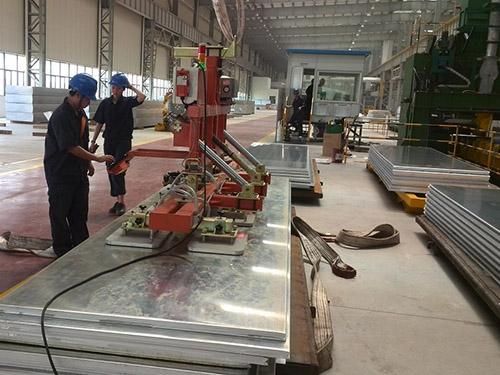 萃智智能_制造业_PVC塑料板材非标自动化设备板材搬运