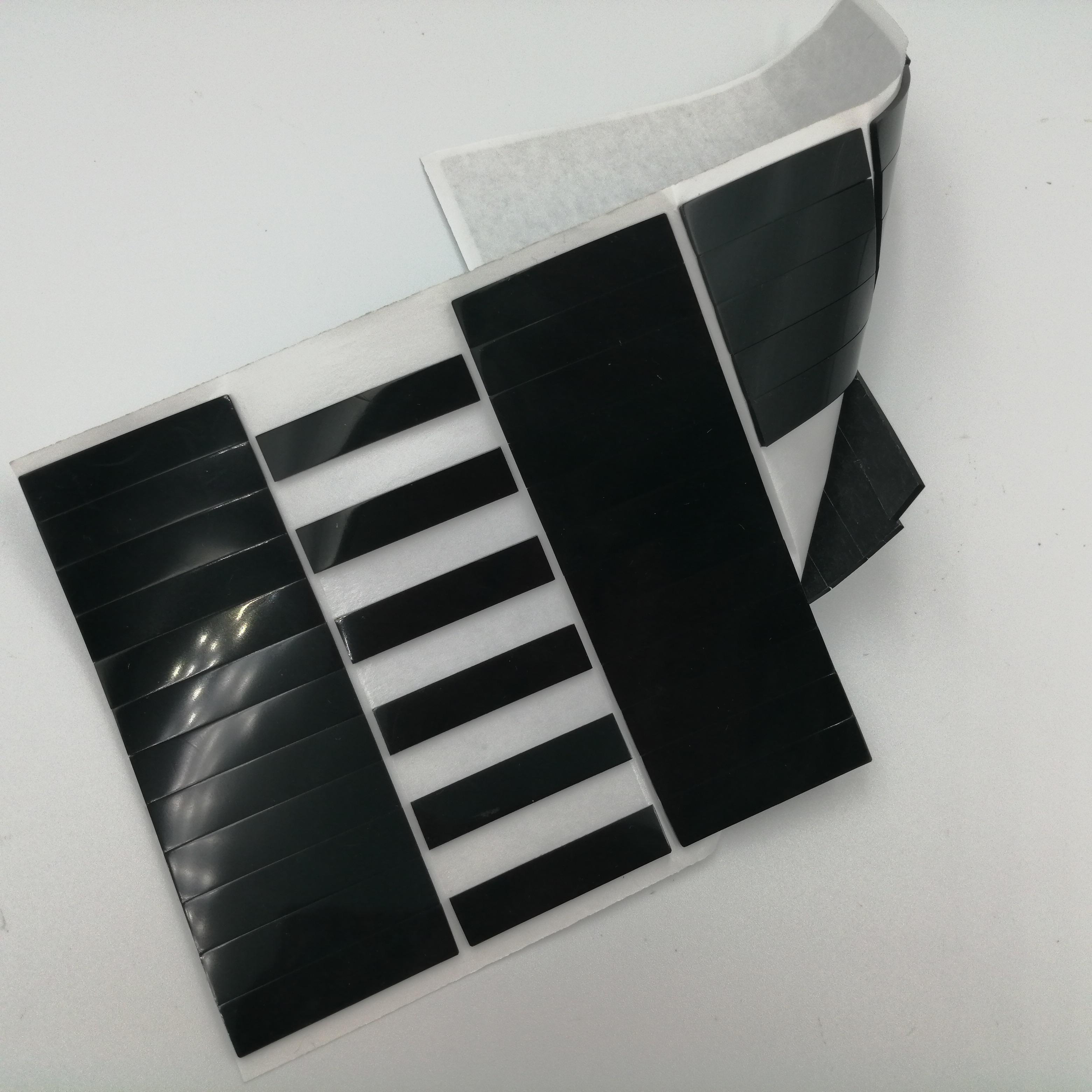 廠家定制彩色硅膠墊圈 自粘硅膠條 防滑防震硅膠腳墊 網格硅膠片