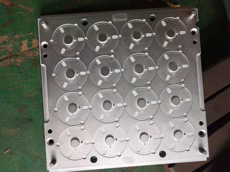 盤式配件硬鉻電鍍廠_三寶晨_五金表面處理_螺桿_沖壓模