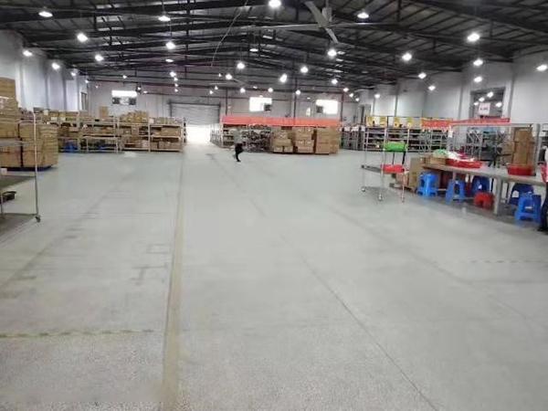 寮步海關單一層鋼構出租8000平,帶卸貨平臺,可分租
