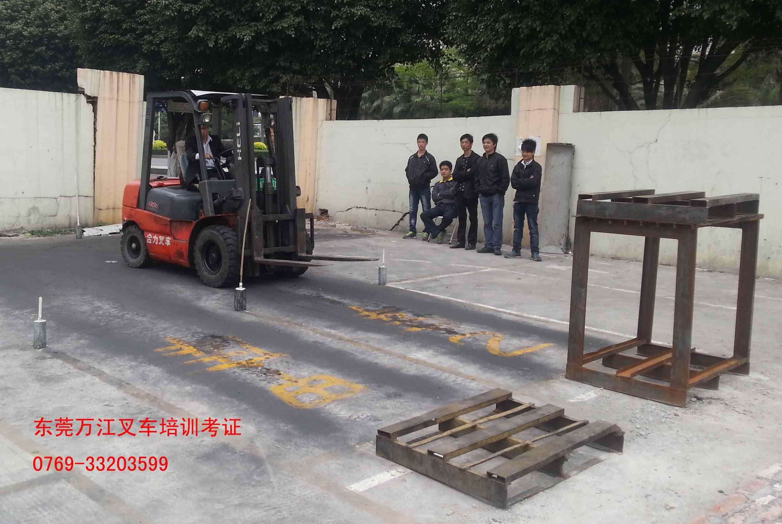 长安专业叉车培训课程 诚材培训 附近 抱夹 大型 开 学 专业