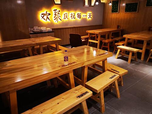 木屋烧烤店桌椅