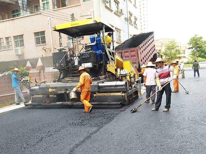 东莞市名巨中央楼盘外围道路施工现场
