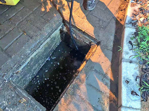 横沥清理污水池