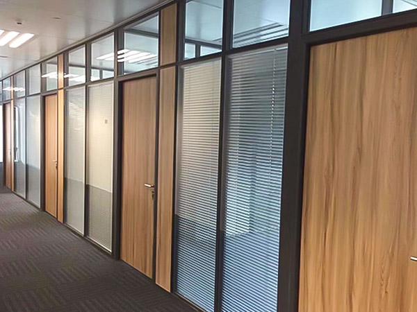 辦公室玻璃夾百葉隔斷