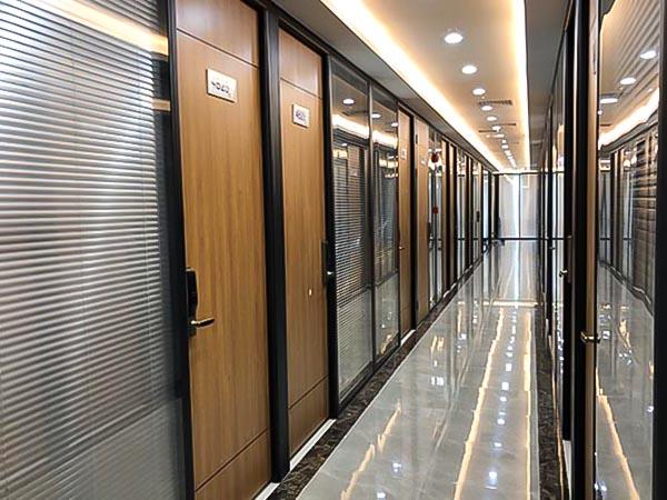 走廊百葉玻璃隔斷墻