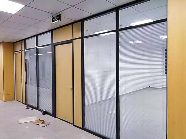 辦公系統隔墻配鋁木門