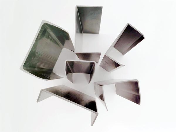 鋁合金門窗防塵蓋