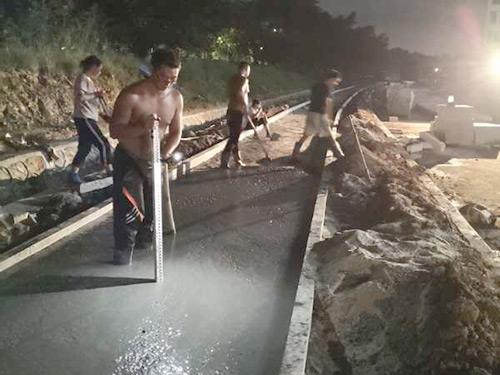 澆筑混凝土路面