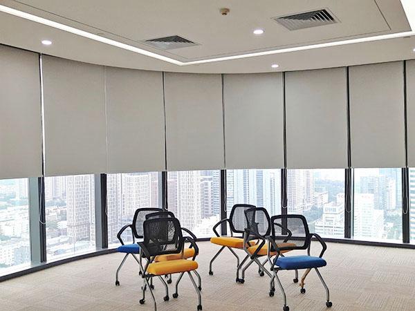 惠州办公卷帘怎么选 满满窗饰 玻璃纤维 手动 防烟 涂银 阻燃