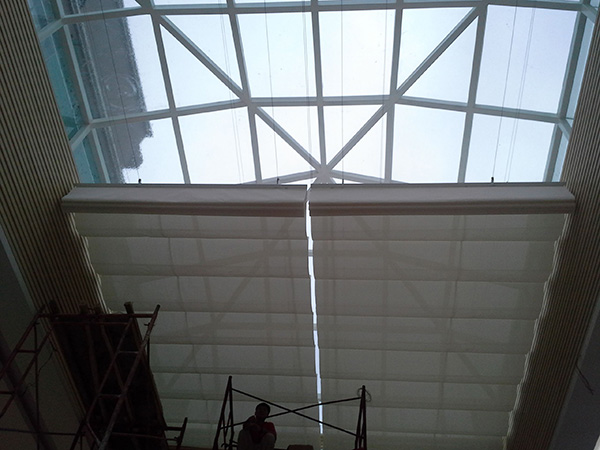 湛江客廳天棚簾定制 滿滿窗飾 防風 中庭 遮陽 電動雙軌 辦公室
