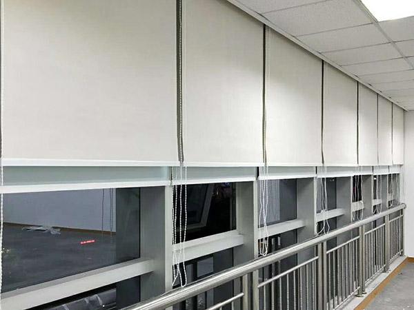 惠州學校辦公卷簾安裝工程 滿滿窗飾 歐式 手動拉珠 遮陽 學校