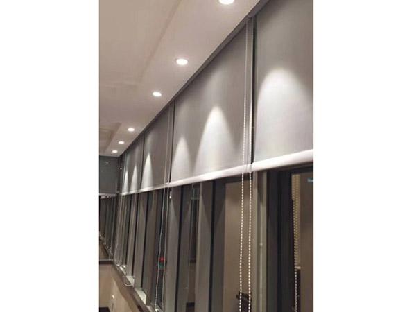 隔热办公卷帘多少钱 满满窗饰 隔音 双层 办公楼 半遮光 遮阳