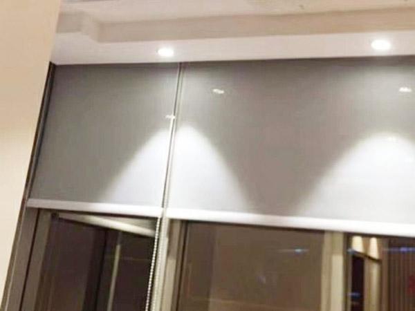 陽光面料辦公卷簾安裝 滿滿窗飾 遮光 隔音 辦公樓 學校 遮陽