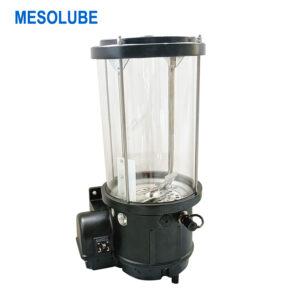 攪拌機上使用電動油脂潤滑泵