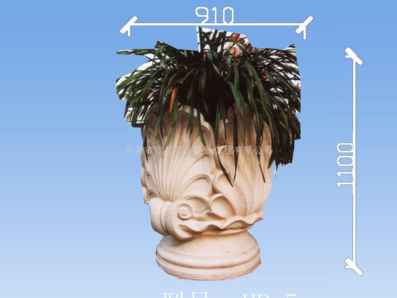 GRC( glass fiber reinforced cement)是由抗碱性纤维混合水泥砂浆而成的复合装饰材料,兼具了水泥砂浆的高抗压能力及玻璃纤维的高抗张、抗弯能力。GRC线条由于具有轻薄、抗撞、吸音、防潮,外形多样化施工快速等多种建材上之优点,几十年来被世界各国大量引进使用,广泛作为建筑之外墙、屋顶及装饰线、罗马柱、庭院观景材料等。