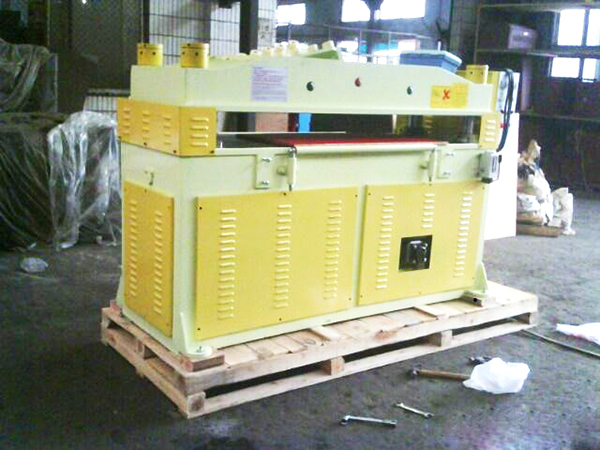 机器木箱包装