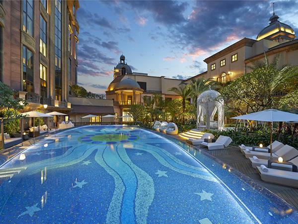 酒店泳池装修