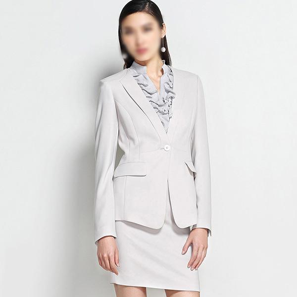 白色女士西装