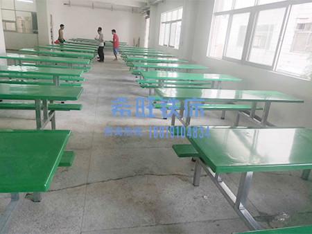不锈钢餐桌定制厂