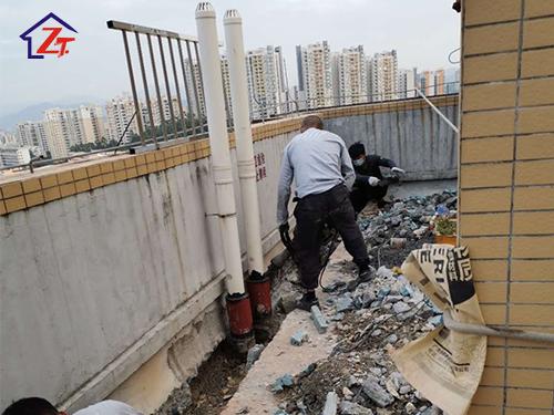 東莞長安花園1棟屋面女兒墻補漏施工案例