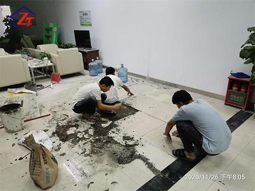 東莞厚街豐田專賣店二樓飲水區漏水至一樓展廳,補漏施工