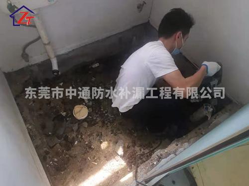 东莞虎门地标大厦C区11栋侧卧洗手间渗水到大厅墙体,进行重做防水系统