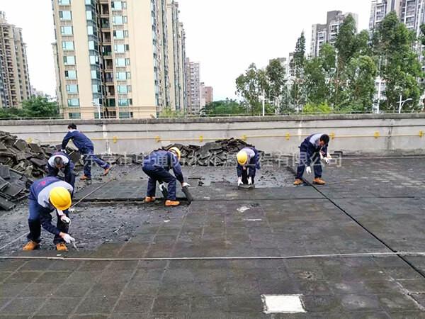 金霸王(电池工厂)厂房楼顶整体防水隔热施工,施工面积达15000㎡。