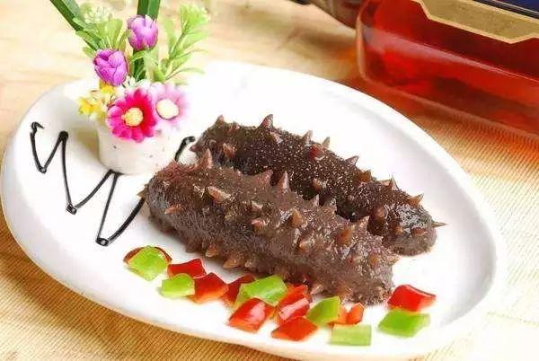 牛百叶,海参,海带等水发产品,是市民们饭桌上常见的餐食.图片